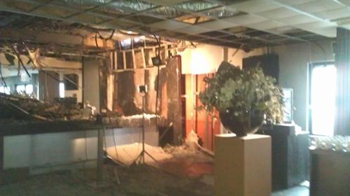 De ravage in de businessruimte is groot.