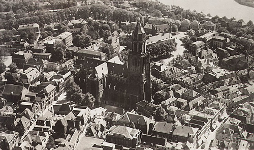 Het gebied rond de Markt en de Eusebiuskerk op een foto van voor de oorlog.
