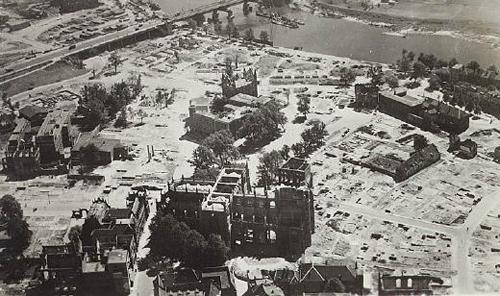 De kaalslag in hetzelfde gebied na de oorlog.