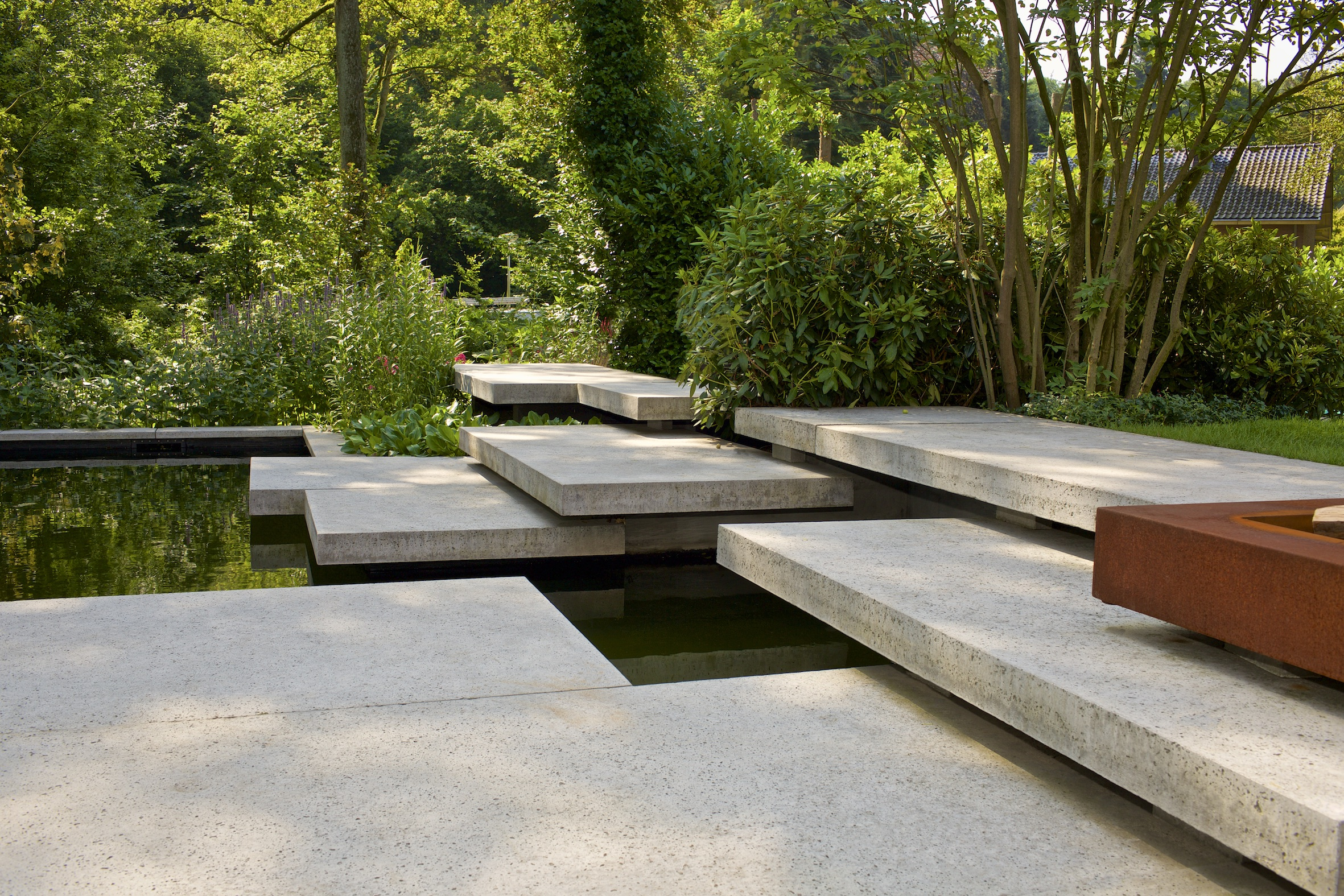 Neerlands mooiste tuin komt van hovenier sterk en ligt in beek