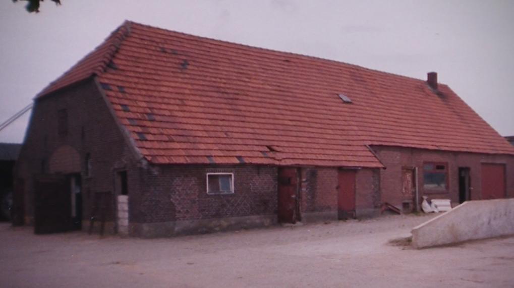 Foto: de inmiddels gesloopte boerderij waar Miep verbleef (omstreeks 1960).