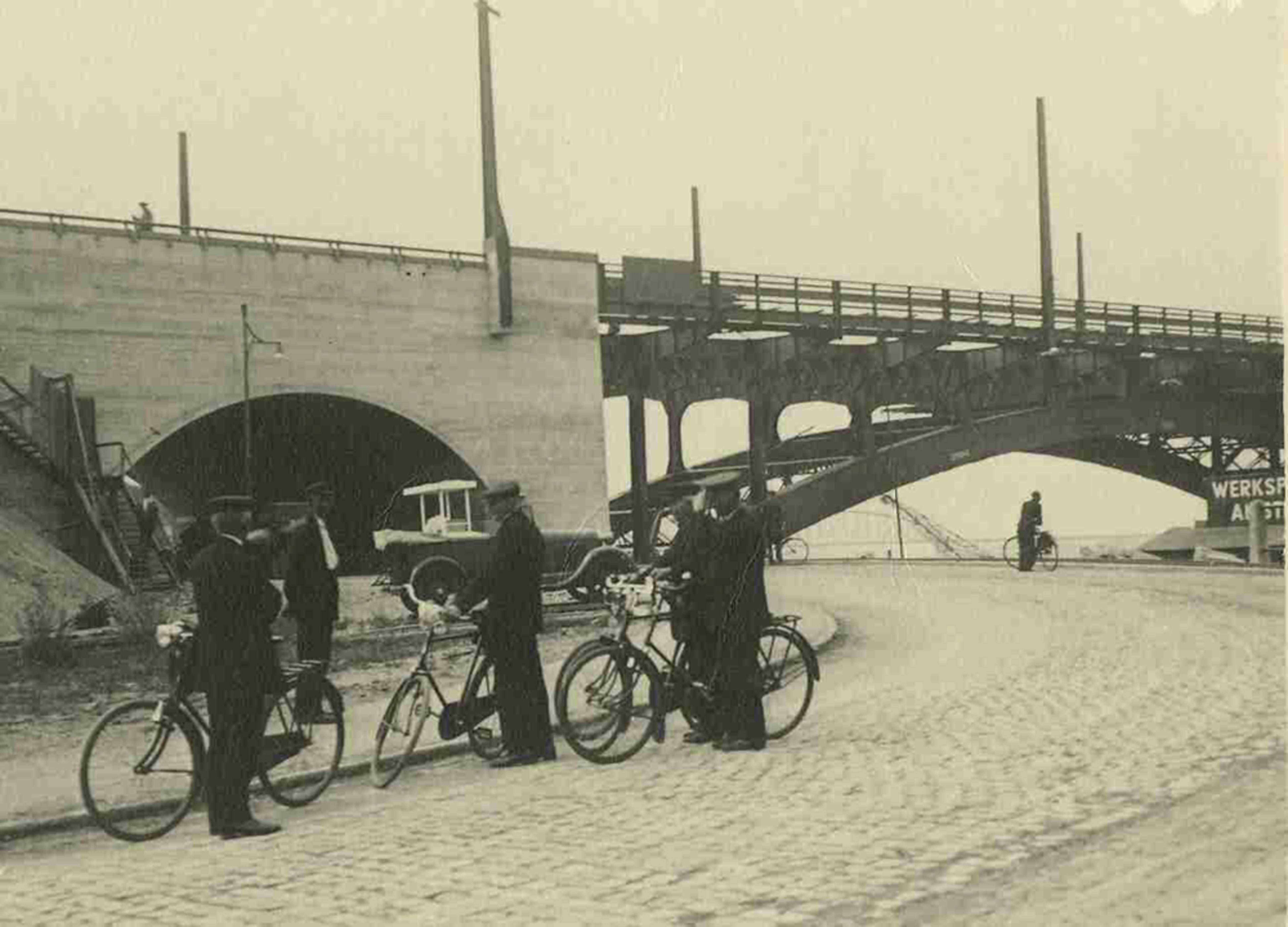 Waalbrug wordt opgeknapt: terug naar vroeger - Omroep Gelderland